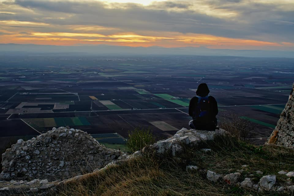 Federico II e il suo Maniero di caccia: al tramonto a Castel Pagano